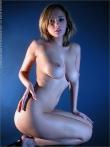 Секретарша извлекает под блузкой большие голые сиськи, фото 14