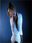 Секретарша извлекает под блузкой большие голые сиськи, фото 2