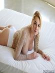 Рябая шлюшка Skyla Novea с русой косой щеголяет большими голыми сиськами, фото 3