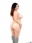 Пышная девушка на любительских фото оголяет натуральные дойки и большую жопу задирая короткую майку, фото 11