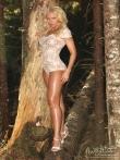 В лесу красотка в сексуальном нижнем белье показывает стриптиз, фото 5