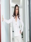 Пышная порнозвезда Ava Addams в просвечивающем белье красуется большой жопой и голыми дойками, фото 1
