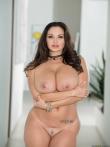 Пышная порнозвезда Ava Addams в просвечивающем белье красуется большой жопой и голыми дойками, фото 18
