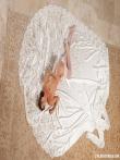 Стриптиз голой невесты в праздничном нижнем белье и чулках, фото 19
