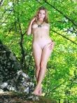 В лесу худая модель с голенькой попкой и маленькими титьками, фото 21