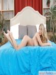 В сексуальном нижнем белье блондинка раскрывает огромные натуральные дойки, фото 9