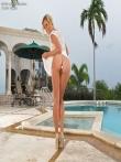 Cherie Deville зрелая фото модель с мокрой попкой и анальной заглушкой, фото 1