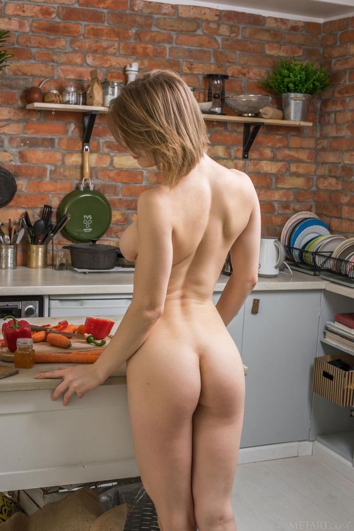 Обнаженные Женщины На Кухне