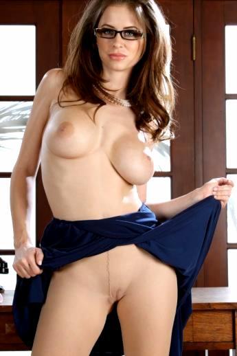 Офисные фантазии сексуальной голой секретарши Emily Addison