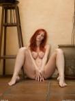 Длинноногая рыжая Ariel раздвигает длинные ножки показывая сладкую письку, фото 6