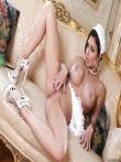 Сексуальная пухлогубая служанка Aletta Ocean с большими голыми сиськами и роскошной задницей позирует в фартуке, фото 11