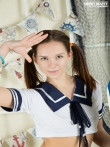 Шлюшка с косичками снимает униформу морячки раком показывает сладкие дырки аппетитной попы, фото 2
