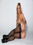 Веселая порнозвезда Cherie Deville в красном нижнем белье оголяет сочную жопу и становится раком в черных чулках, фото 13