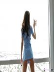 Уборщица помещений загнулась раком так что под юбкой выглянула ее пухлая голая жопа, фото 4