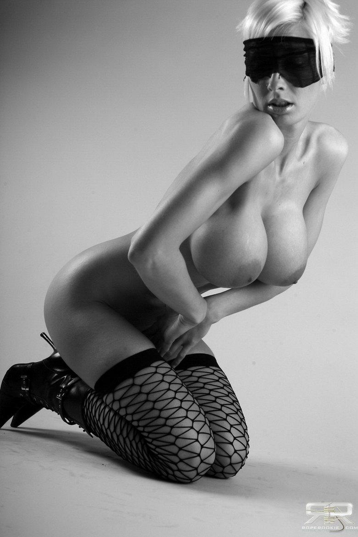Связанная девушка сиськи 31 фотография