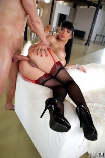 Анальные шалости грудастой евро модели в сексуальном белье Valentina Ricci