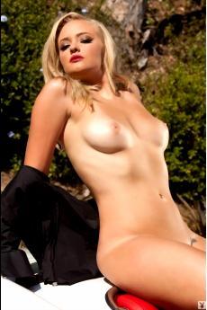 Гламурная голая девушка с красными губками Эшли (20 фото)
