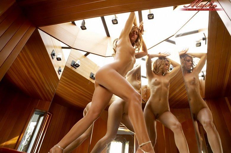 eroticheskiy-film-otrazhenie-v-zerkale