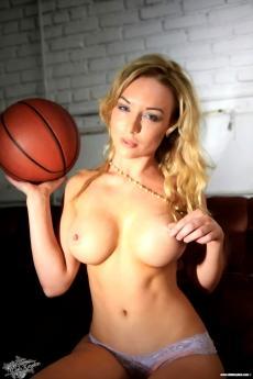 Kayden Kross большие шарики голой блонди