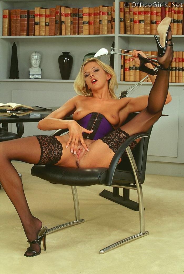порно секретарши с длинными ножками в чулках