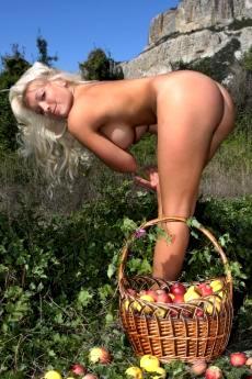 Частные фото натуральной голой девушки Марии
