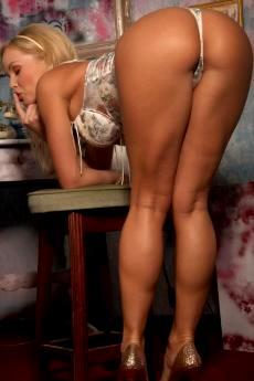 Сильвия Сайнт порнозвезда с шикарной попкой