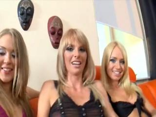 Девичник для трех симпатичных блондинок украсили стриптизеры с огромными шлангами