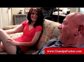 Дед как следует дал за щеку молодой брюнетке с маленькой грудью