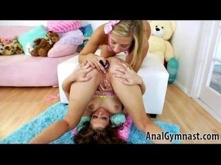 Девушки страпонят друг другу своим дырки, мастурбируют и делают анилингус