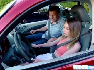 Экзамен по вождению провален, теперь у девушки только один шанс получить водительские права, ведь инструктор мужчина