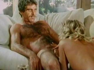 Ретро минет и пежево усатого мужика с белокурой моделью Ginger Lynn на диване