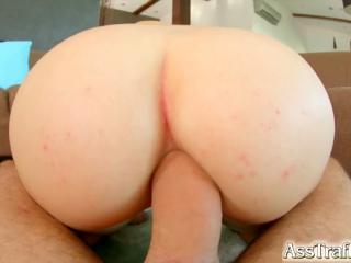 Натянув на свою толстую шишку красивую угрястую задницу крупным планом кончил внутрь просверленной скважины