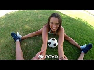 Во время чемпионата мира по футболу, жене с трудом удается отвлечь супруга от телевизора, в ход идет мяч и минет